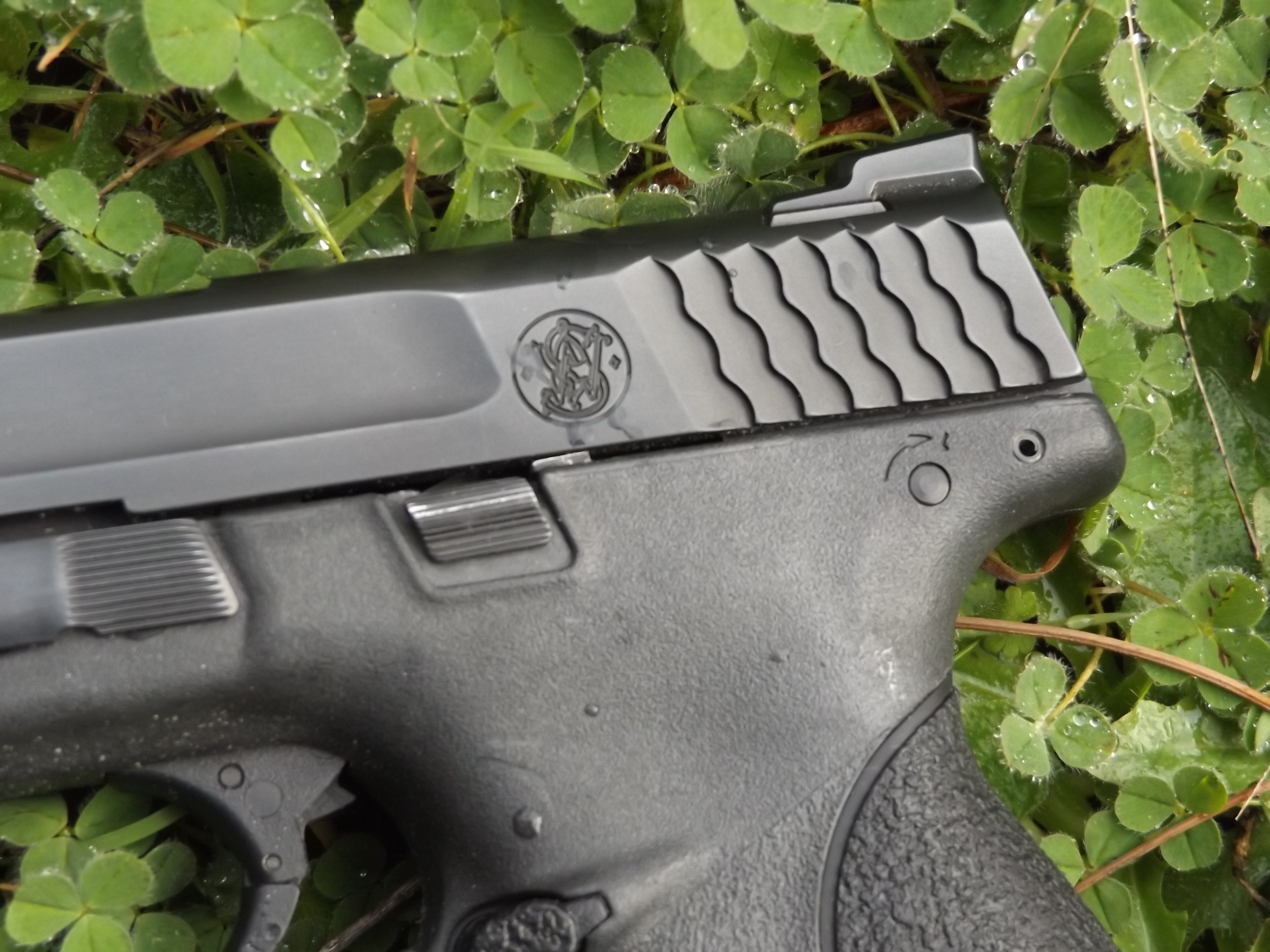 S&W M&P 9mm Compact Review by Pat Cascio, groups under 3-inches